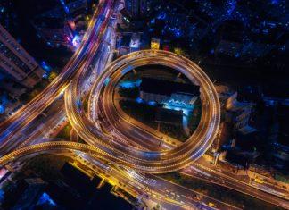 autostrada światła miasto